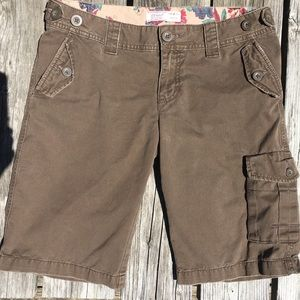 🆕List! ON Brown Knee Cargo Shorts! EUC!